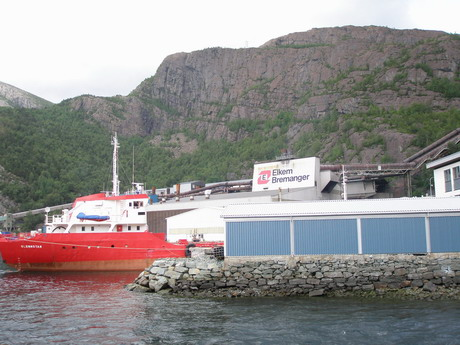 Elkem Bremanger verksmiðjan í Svelgen, vestur Noregi